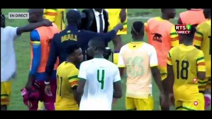 Après son but et sa passe décisive, Sadio Mané célèbre avec deux supporters handicapés (Vidéo)