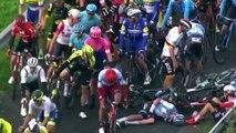 Cyclisme - 3 Jours de la Panne - Le geste du jour : Michael Hepburn de Mitchelton-Scott s'arrête pour aider après une chute dans le peloton