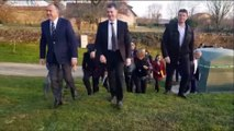 Villers-le-Rond  : Didier Guillaume, ministre de l'agriculture, inspecte la barrière anti-sangliers contre la peste porcine en Lorraine