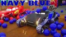 Camions transporteurs de véhicules qui se déplacent en voitures neuves, d'apprendre les couleurs avec le véhicule