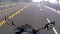 Ce biker rate son wheeling et se prend une énorme gamelle