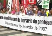 Miles de profesores gallegos se manifiestan en contra de los recortes