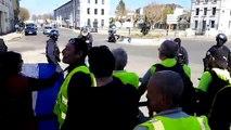 80 Gilets jaunes bloqués par la police à Bourg-en-Bresse
