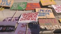 """Cientos de personas participan en la primera """"Marcha Trans Inter"""" de los Balcanes"""