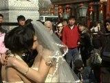 Decenas de parejas gays y lesbianas celebran San Valentín en China