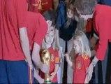 Las Infantas Leonor y Sofía, con los Campeones del Mundo