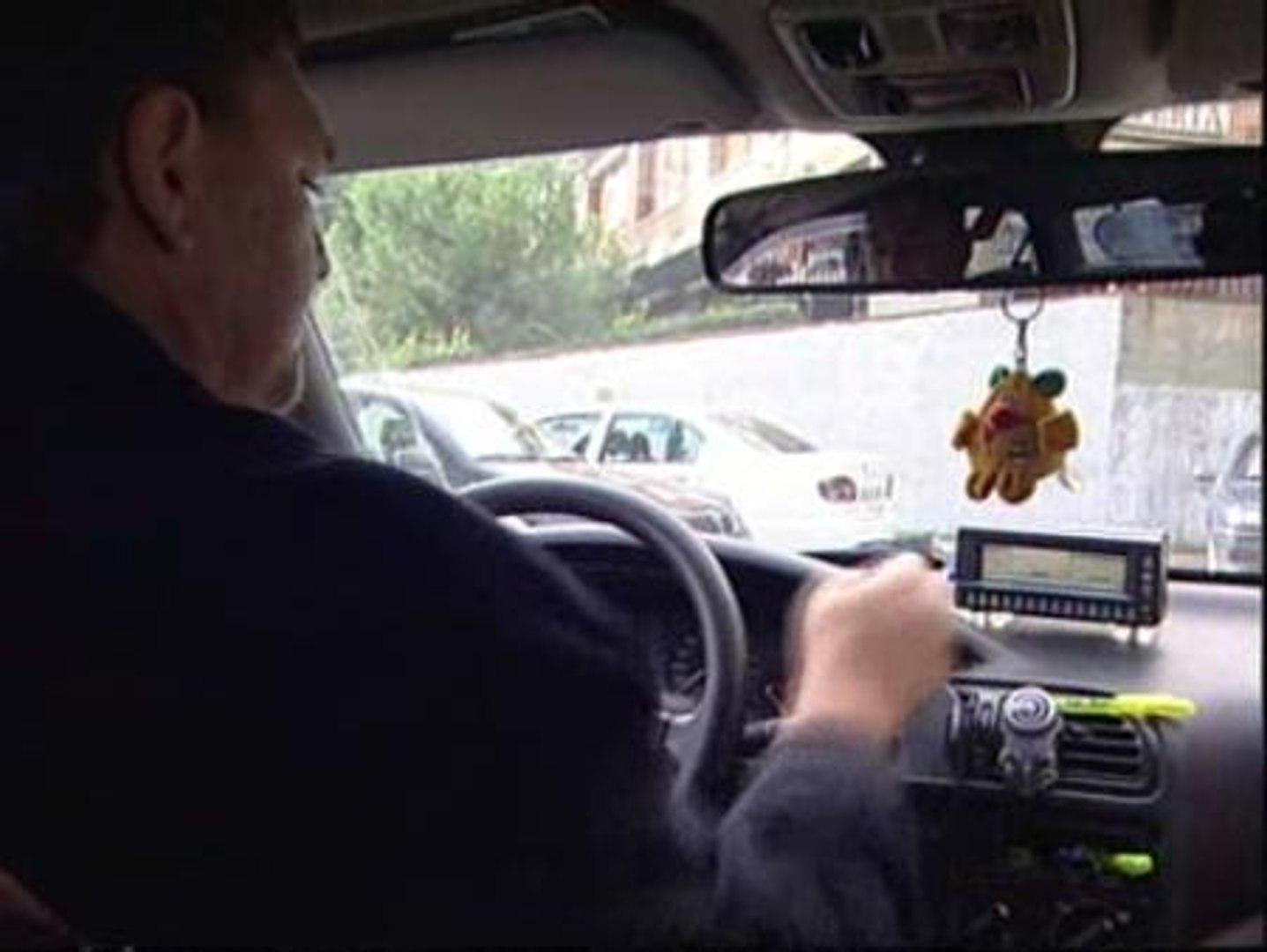 Un informe de la OCU denuncia que uno de cada diez taxis da rodeos injustificados