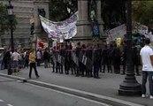 Los Mossos cercan la plaza de Cataluña