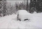 Rescatan a un hombre tras sobrevivir dos meses sepultado bajo la nieve en el interior de su coche