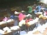 Las cámaras de seguridad captan cómo una tormenta arrasa con una escuela en Tailandia