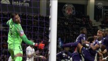 Toulouse FC v Paris Saint-Germain: Alphonse Areola skills