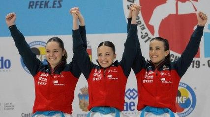 La emocionante exhibición de patriotismo de tres karatecas españolas