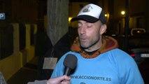 Una ONG llena los árboles de Zamora con abrigos para los más necesitados