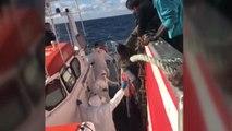 Los 11 inmigrantes rescatados por el pesquero Nuestra Madre Loreto son trasladados a Malta.