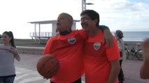 Marín juega un partido de baloncesto con afiliados y simpatizantes de Cs