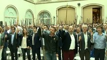 Unos 500 alcaldes catalanes claman por la independencia en el Parlament