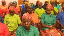 El presidente de Nigeria recibe a las 82 chicas que habían sido secuestradas por el grupo terrorista Boko Harám