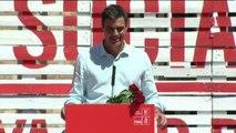 """Sánchez dice que Rajoy """"tiene dos sombreros"""": uno para los recortes y otro para los suyos"""