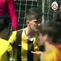 Football - Le geste ultra fair-play d'un U14 de Galatasaray : il rate volontairement un penalty imaginaire !