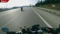 Virajı alamayan motosiklet sürücüsü bariyerlere çarptı