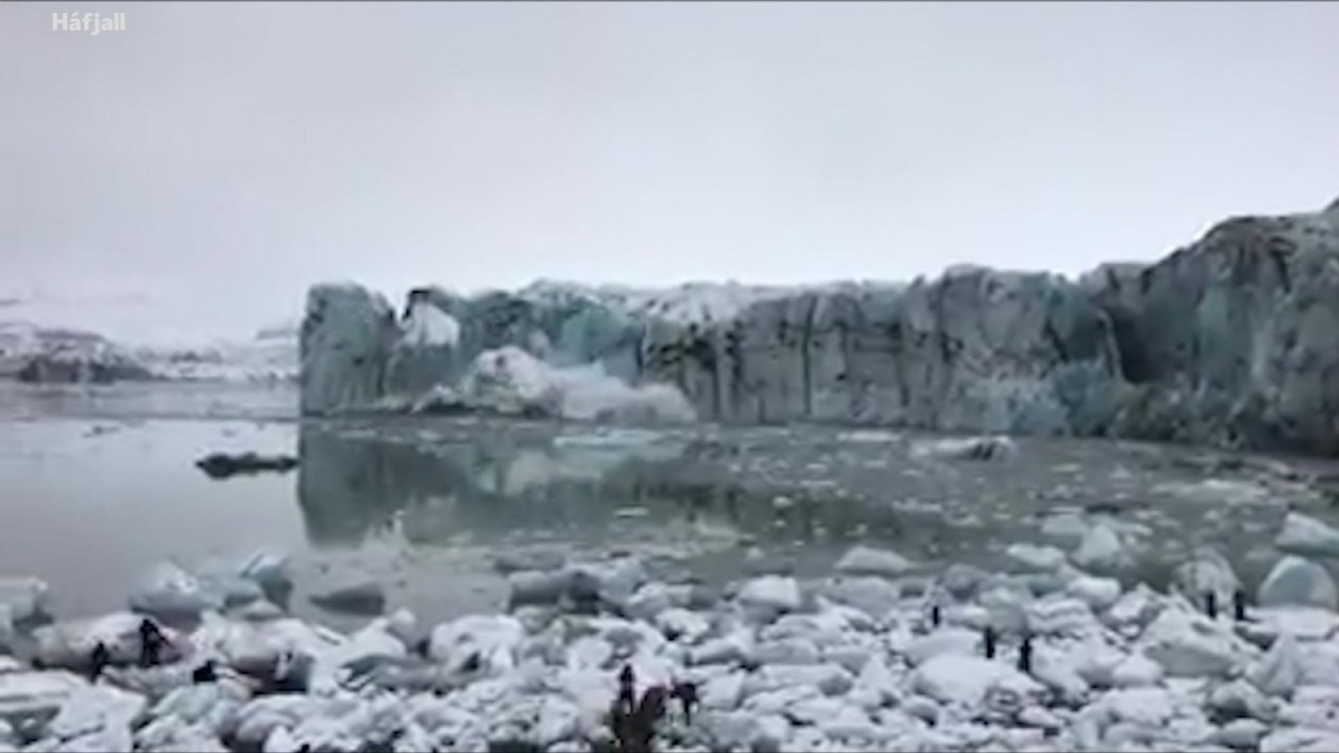 Watch Icelandic Glacier Collapse In Front Of Tourists