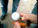 Une balle de ping-pong ça brule bien