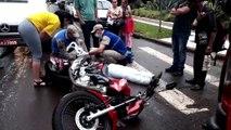 Van escolar e moto batem deixando mulher ferida no Centro