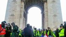 """""""Je me disais: 'Quand est-ce que les forces de l'ordre vont intervenir?'"""" Jean-René Santini, photographe est l'un des premiers à pénétrer dans l'Arc de Triomphe qui est en train d'être saccagé"""