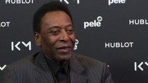 """Calcio, paura per Pelé: ricoverato a Parigi, ma """"sta bene"""""""