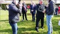 Jussey Gérard Larcher et Guillaume Meurice plantent ensemble un arbre de la liberté