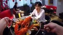 Transformer des homards en matière plastique
