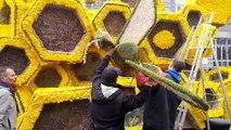 Dernières retouches sur les chars de la Fête des Jonquilles avant le corso fleuri