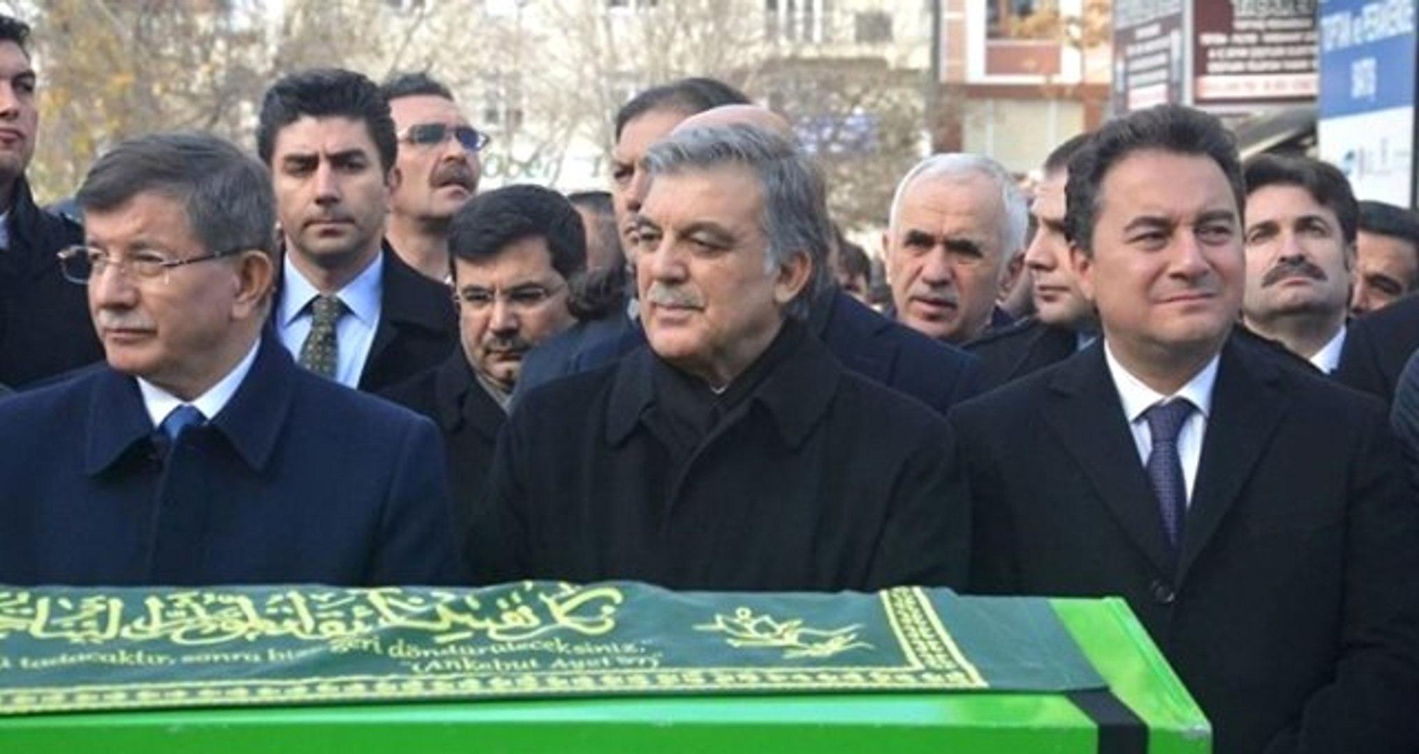 Abdullah Gül'den Yeni Parti Kuracağı Konuşulan Babacan ve Davutoğlu'na Talimat: Bekleyin