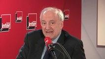 """Hubert Védrine : """"Ce qu'il s'est passé est atroce, la France est le seul pays qui a tenté [...] On peut faire tous les reproches qu'on veut sauf celui de complicité"""""""