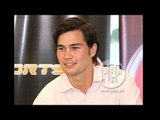 Phil Younghusband answers reporters in Filipino