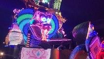 Fanfares et chars ont défilé au carnaval nocturne