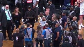 Basket-Ball - NBA - LeBron James VIDEOBOMBS Dwyane Wade's Last NBA Interview   April 10, 2019   2018-19 NBA Season