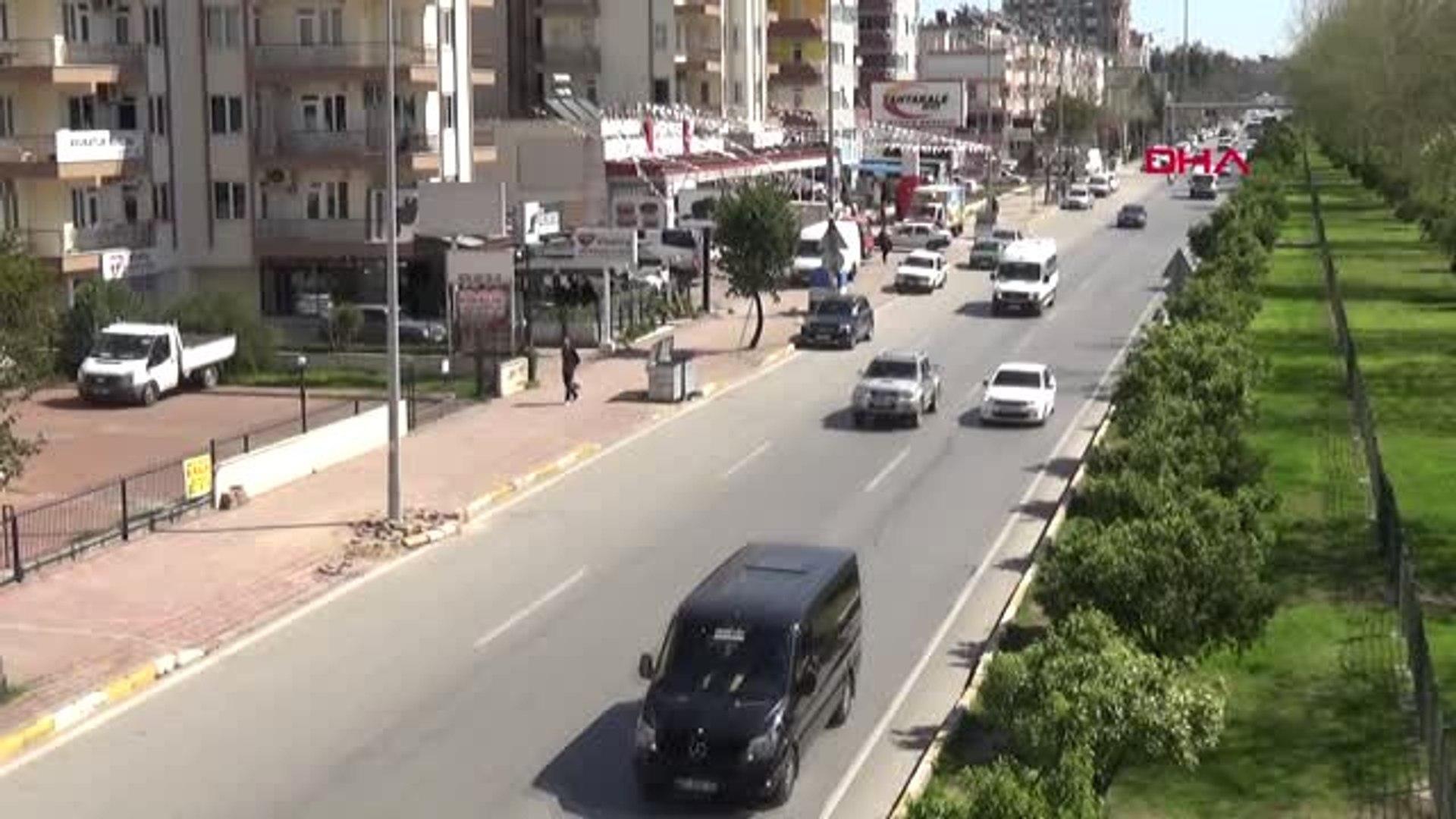 Antalya Üst Geçit 'Yorucu' Diye Tel Bariyerleri Kırıp Yaya Geçidi Açtılar