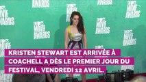 PHOTOS. Coachella : Kristen Stewart complice avec sa chérie Sara Dinkin pendant un concert