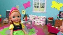 LE NEZ QUI COULE ! Elsa & Anna les tout - petits- la Petite Anna est Malade - Peur des Gouttes pour le Nez - les Éternuements
