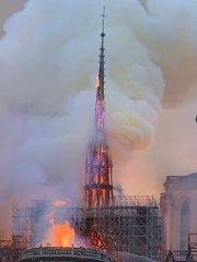 VIDEO. Quand la flèche de Notre-Dame de Paris s'est effondrée