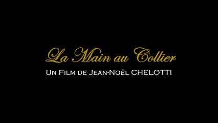 LA MAIN AU COLLIER