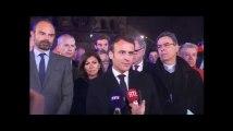 """Emmanuel Macron devant Notre-Dame de Paris: """"cette cathédrale, nous la rebâtirons"""""""