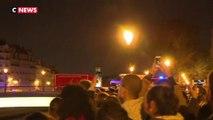 Incendie de Notre-Dame de Paris : les pompiers applaudis par les passants