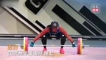 Une haltérophile se pète le bras pendant une compétition