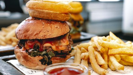 How to make The Brew Bistro All American and Classic Burger | Capital Lifestyle
