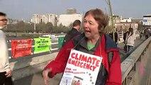 Climate protesters block off Waterloo Bridge