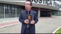 Advogado ateia fogo em livro escrito pelo ministro do STF, em frente à Justiça Federal do ES