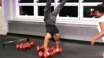 Ce bodybuildeur fait des acrobaties incroyables en salle de sport