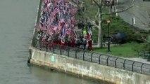 Incendie de Notre-Dame : les pompiers de New York défilent en hommage aux pompiers de Paris